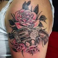 Топ с розами на плече