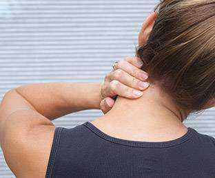 Болят мышцы шеи: симптомы, причины, это