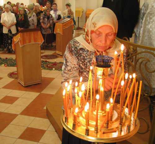 К чему снятся свечи, зажигать и тушить свечи,