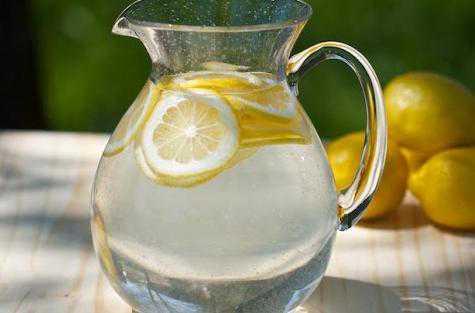 Вода с лимоном для похудения: польза и применение