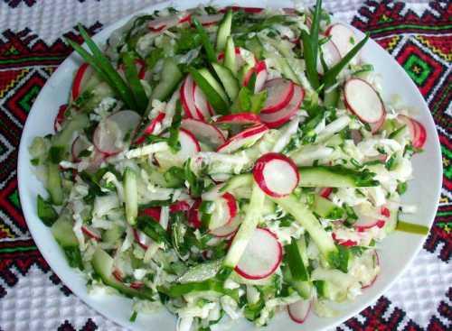 Салат из редиски с яйцом, огурцом, капустой